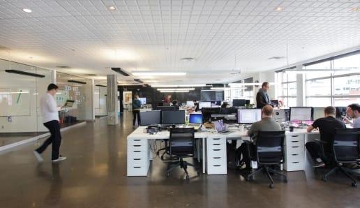 Bureau ouvert et moderne à Montréal