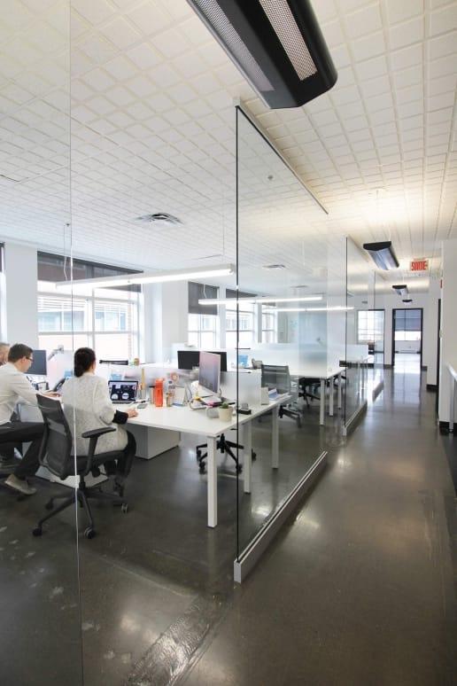 Bureau moderne dans le Vieux-Montréal