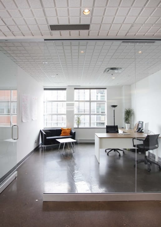 Bureau moderne lumineux à Montréal