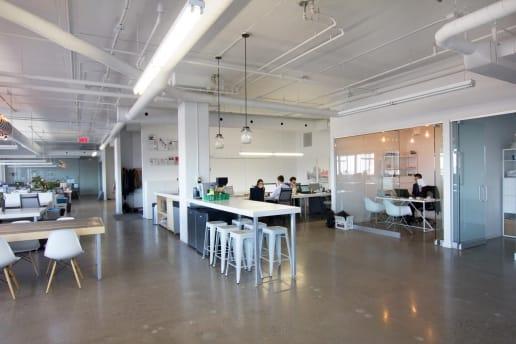 Bureau moderne ouvert à Montréal