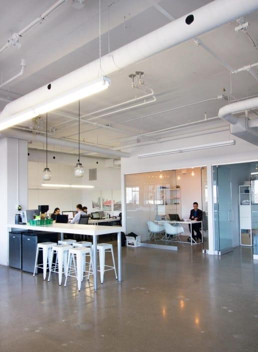 Rénovation de bureaux modernes à Montréal